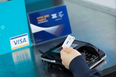 «Перчатки, стикеры и значки»: Visa представила аксессуары для бесконтактных платежей через NFC