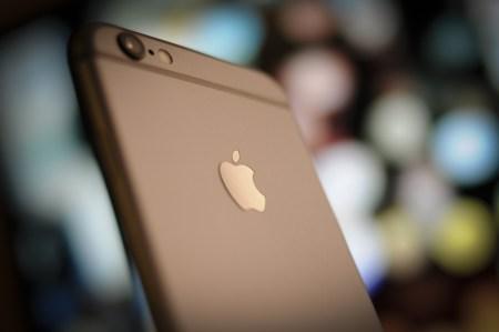 Замедление iPhone: Иск на $999999999000 и уголовное дело во Франции