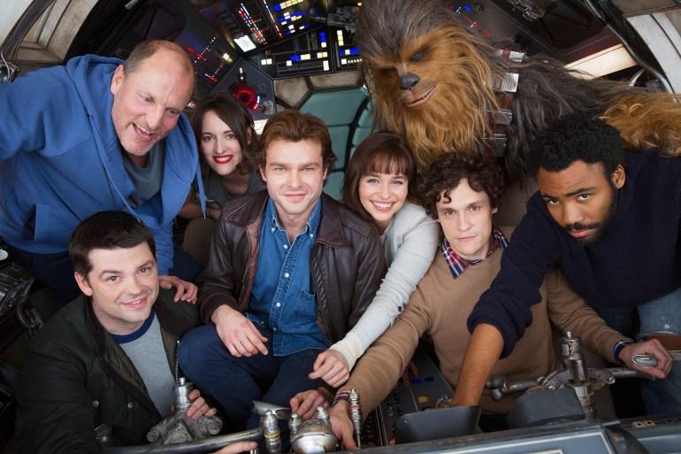 """В сети появился первый постер фильма """"Solo: A Star Wars Story"""", но в Disney заявили, что он """"неофициальный"""""""