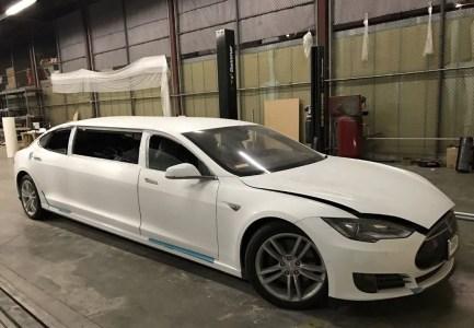 В США собрали первый в мире лимузин на основе электромобиля Tesla Model S и готовы продать его любому желающему
