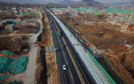 «Прозрачный бетон, солнечные панели и беспроводная зарядка»: В Китае строят шоссе будущего