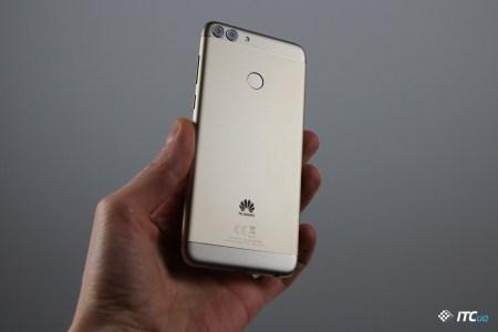 Huawei представила в Украине смартфон P Smart