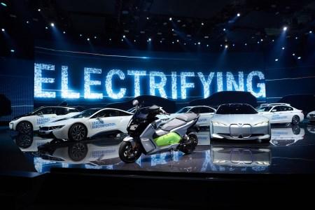 «Кто больше?»: BMW обещает, что серийная версия электромобиля iNext поступит в продажу в 2021 году с запасом хода 700 км