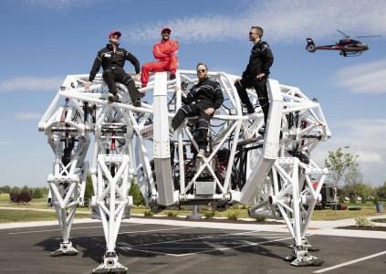 Furrion Prosthesis — гигантский электрический экзоскелет высотой 5 метров и весом 3,6 тонны, созданный для участия в гонках мехов [видео]