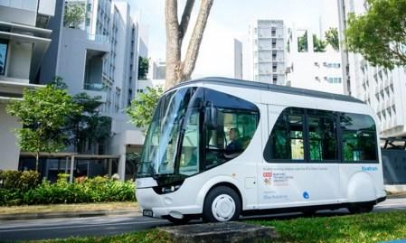 Французы разработали электробус, который способен перезаряжаться всего за 20 секунд