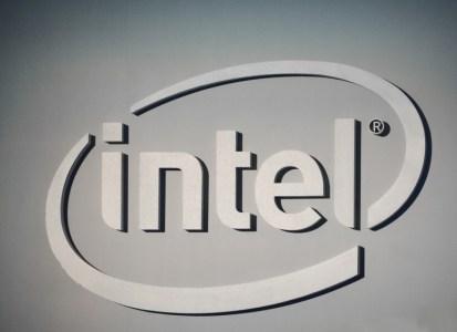 Intel теперь утверждает, что ее новые заплатки наделяют CPU иммунитетом к обеим уязвимостям и обещает к концу недели «пропатчить» более 90% процессоров последних пяти лет
