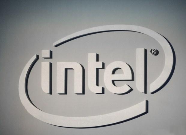 Intel теперь утверждает что ее новые заплатки наделяют CPU иммунитетом к обоим уязвимостям и обещает к концу недели пропатчить более 90% проц
