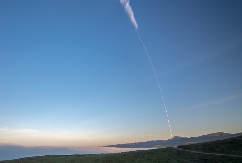 SpaceX успешно вывела на орбиту пятую партию из десяти спутников Iridium, но поймать обтекатель ракеты опять не удалось