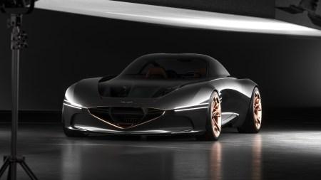 Hyundai представила в Нью-Йорке концепт электрического спорткупе Genesis Essentia с прозрачным капотом и двигателями в колесах