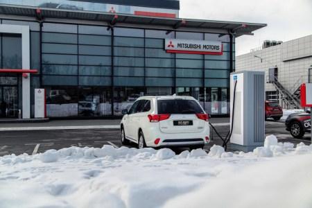 Mitsubishi начала развивать сеть зарядных станций для электромобилей в Украине