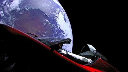 «Трейлер следующей части человеческой истории»: Илон Маск и создатель «Мира Дикого Запада» показали новое видео запуска Falcon Heavy с кадрами потери центрального ускорителя
