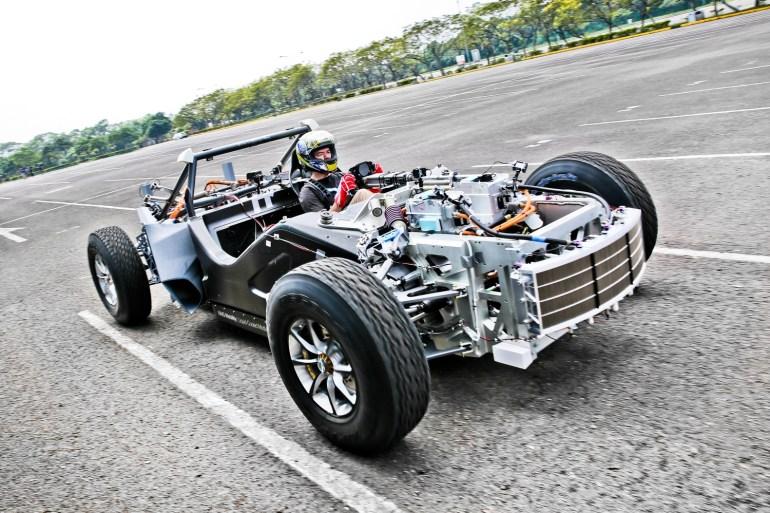 """XING Mobility продемонстрировала дизайн и дорожные тесты своего электросуперкара Miss R стоимостью $1 млн с разгоном до """"сотни"""" за 1,8 секунды [видео]"""