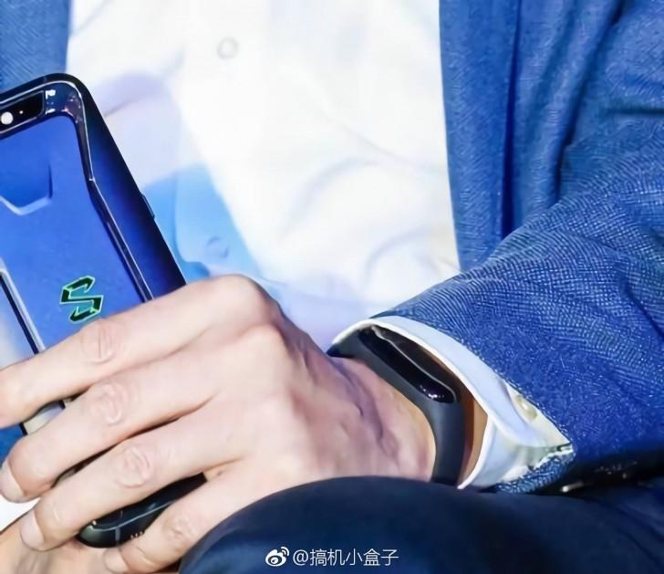 Глава Xiaomi «засветил» новый фитнес-браслет Mi Band 3