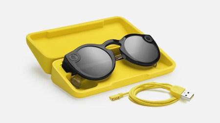 Второе поколение умных очков Snapchat Spectacles со встроенной камерой получило защиту от воды и стоит $150