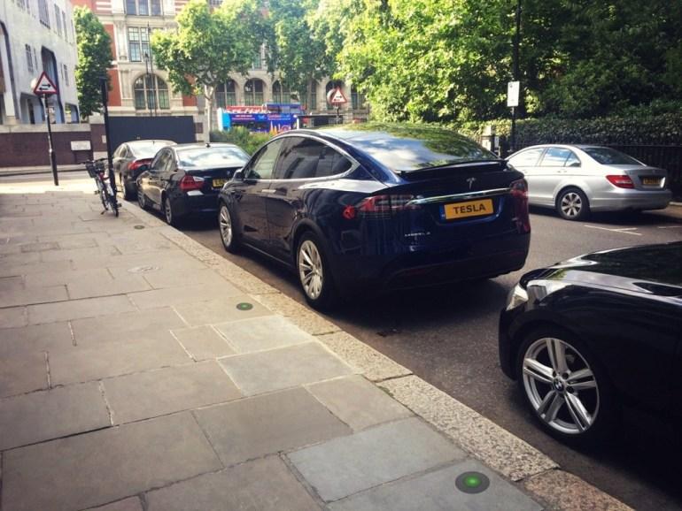 """Британская компания Urban Electric установит в Оксфорде """"прячущиеся"""" в тротуар зарядные станции для электромобилей UEone"""