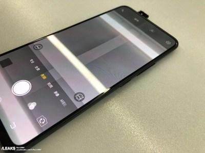 В сеть попали фотографии нового безрамочного смартфона Vivo с камерой-перископом, как у модели APEX