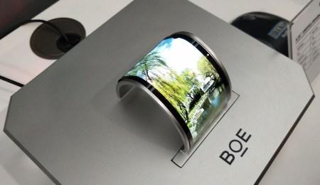 Huawei объединил усилия с китайским производителем дисплеев BOE, чтобы успеть выпустить первый гибкий смартфон в ноябре текущего года