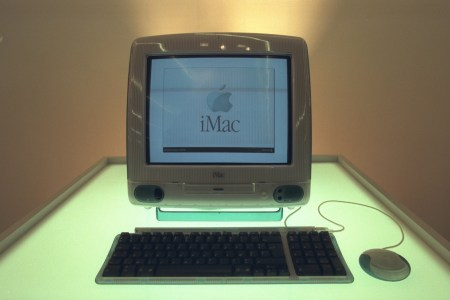 20 лет назад Стив Джобс представил миру первый iMac