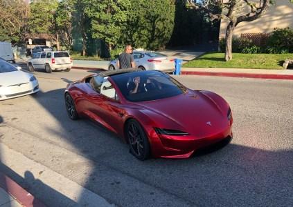 Илон Маск: Электромобиль Tesla Roadster с пакетом улучшений SpaceX получит 10 компактных «ракетных двигателей» COPV по всему корпусу