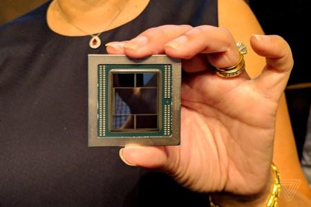 AMD показала первый в мире GPU, изготовленный по 7-нм техпроцессу и дополненный 32 ГБ памяти