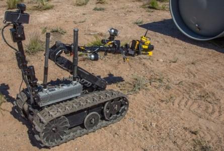 Операторы этих роботов-саперов практикуют свои навыки в сценариях, основанных на фильмах