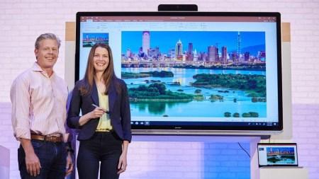 Microsoft представила дисплеи Windows Collaboration Displays для корпоративных переговорных комнат