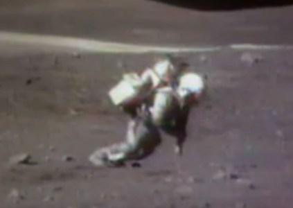 NASA опубликовала видео с падениями астронавтов на Луне и пояснила причины потери равновесия