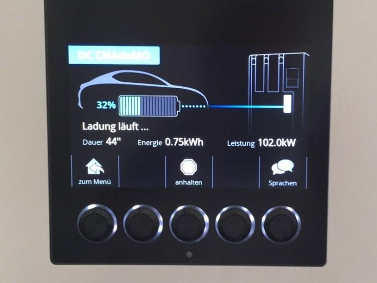 Электромобиль Nissan Leaf следующего поколения с батареей на 60 кВтч сфотографировали на скоростной электрозаправке
