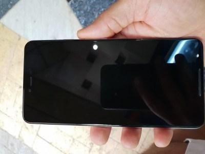 «Живые» фото демонстрируют прототип смартфона Google Pixel 3 XL спереди и сзади