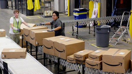Amazon нанимает людей для написания постов в Twitter о преимуществах работы на складах компании