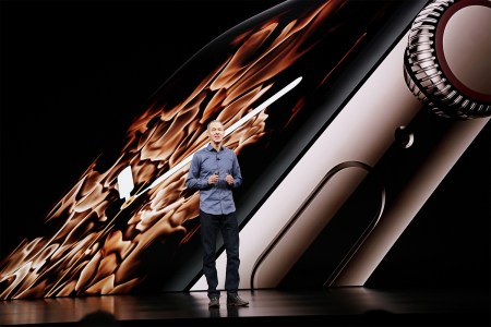 «Огонь, вода и жидкий металл»: Изображения для новых циферблатов Apple Watch снимали в студии, а не создавали с помощью компьютерной графики [видео]