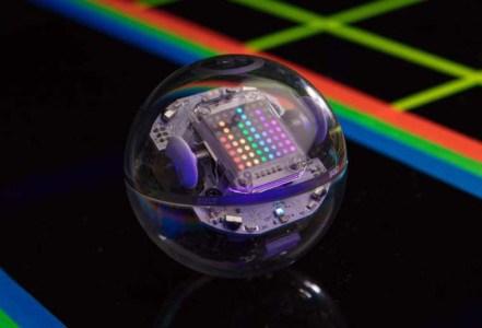 Новый шарообразный робот Sphero Bolt за $150 подойдет для обучения детей программированию