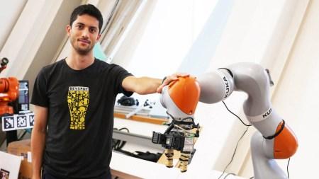 Исследователи MIT научили искусственный интеллект манипулировать объектами, увиденными впервые