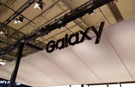 Samsung Galaxy P30 откроет новую серию и станет первым смартфоном производителя с подэкранным дактилоскопическим датчиком