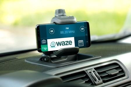 Навигационный сервис Waze запустил Telegram-каналы для Киева и Днепра, чтобы при необходимости водителям было легче получить помощь на дороге