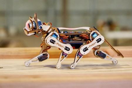 На Indiegogo собирают средства на Nybble — умную «робокошку» из фанеры на основе Arduino