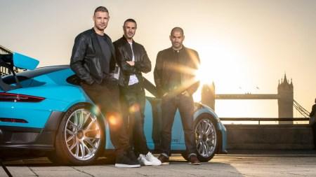 Top Gear заменил ушедшего Мэтта ЛеБлана двумя новыми ведущими — комиком Падди Макгиннессом и спортсменом Эндрю Флинтоффом