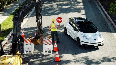 Waymo: вскоре беспилотные автомобили перестанут быть такими вежливыми