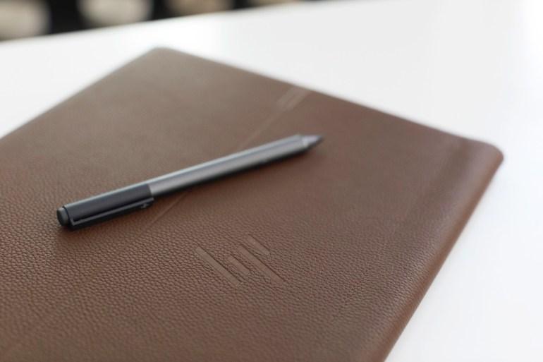 HP представила необычный имиджевый ноутбук-трансформер Spectre Folio в корпусе из натуральной кожи