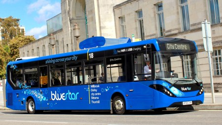 В Британии появился автобус, очищающий воздух