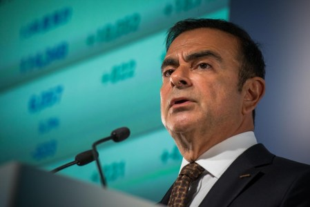 Карлос Гон арестован. Главу альянса Renault-Nissan-Mitsubishi обвинили в многолетних финансовых махинациях, собираются уволить и (возможно) посадить