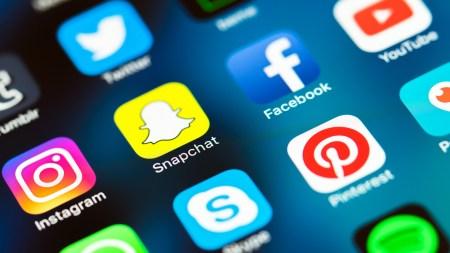Ученые: сокращение времени пользования социальными сетями до получаса в день снижает чувство одиночества и облегчает симптомы депрессии