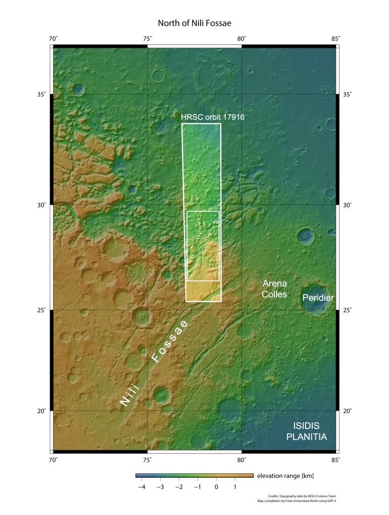 ESA показало на фотографиях дихотомию полушарий Марса