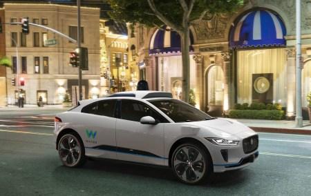 Самоуправляемый автомобиль Waymo попал в аварию из-за человеческой ошибки, автоматика могла бы избежать столкновения