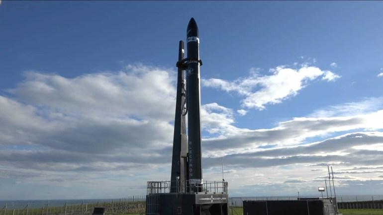 Компания Rocket Lab успешно осуществила первый коммерческий запуск сверхлегкой ракеты Electron