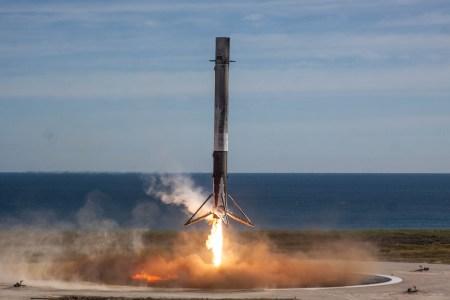 SpaceX впервые не смогла  контролируемо посадить первую ступень Falcon 9 на сушу из-за поломки одного из аэродинамических рулей