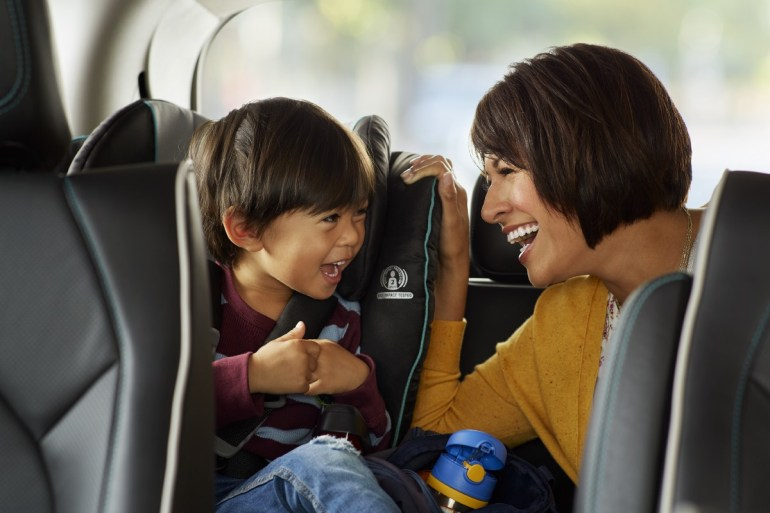 Сегодня в США запустили первую коммерческую службу беспилотных такси Waymo One (но пока у нее очень много ограничений)