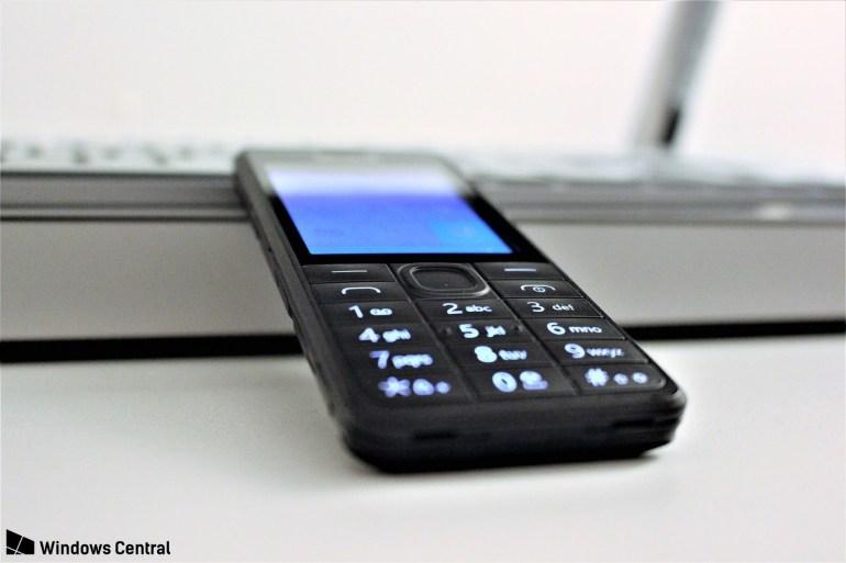 Прототип так и не увидевшего свет кнопочного телефона на Windows Phone попал в руки журналистов