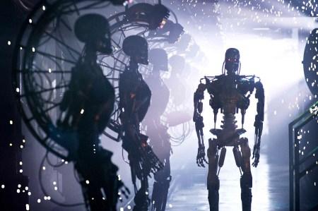 Робот устроил «теракт» на складе Amazon, 24 работника госпитализированы