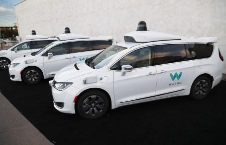 «Роботакси Waymo вызывают ненависть у некоторых жителей Аризоны»